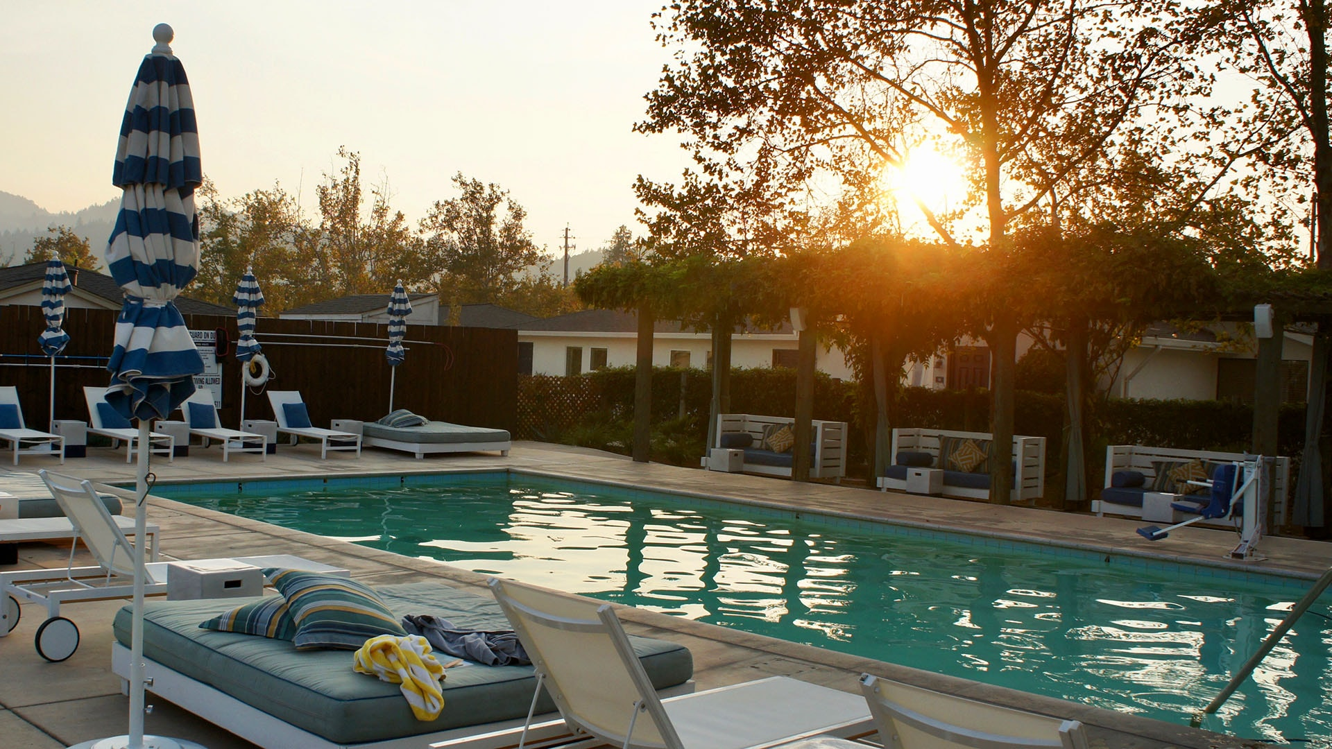 Calistoga Motor Lodge boasts three mineral springs pools and a large pool deck for relaxing.
